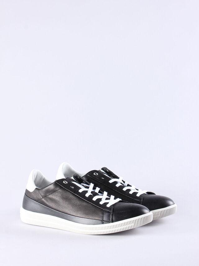 S-NAPTIK, Black/White