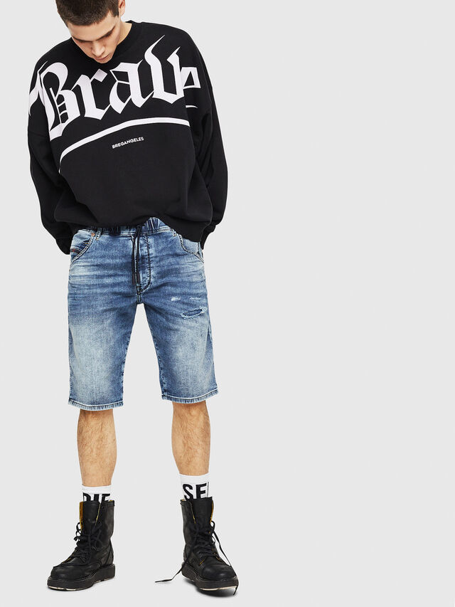 Diesel - D-KROOSHORT JOGGJEANS, Blue Jeans - Shorts - Image 4