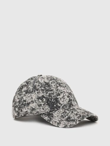 Baseball cap with acid-wash effect