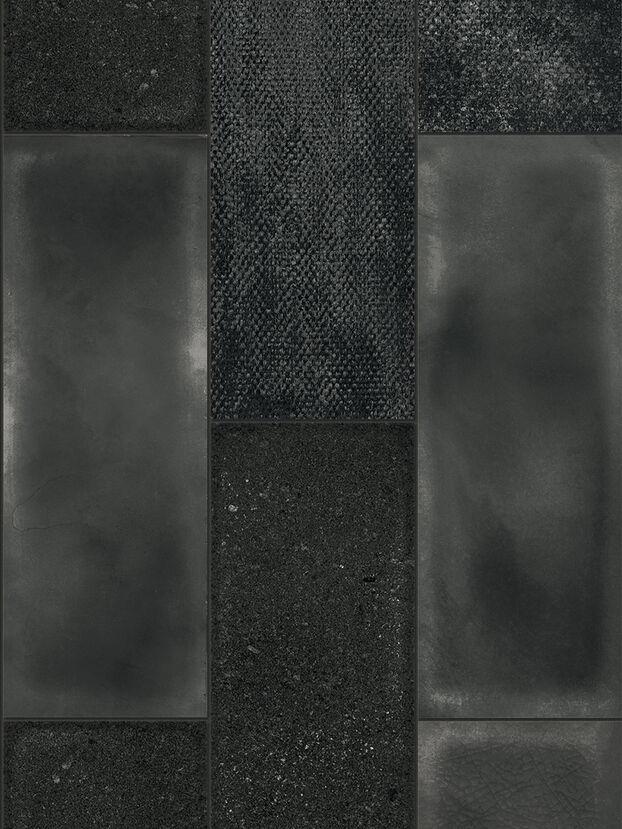 https://shop.diesel.com/dw/image/v2/BBLG_PRD/on/demandware.static/-/Sites-diesel-master-catalog/default/dw27d4c621/images/large/IRISCAMRBLA_01_O.jpg?sw=622&sh=829
