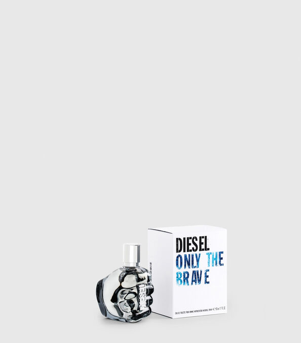 https://shop.diesel.com/dw/image/v2/BBLG_PRD/on/demandware.static/-/Sites-diesel-master-catalog/default/dw2e2f7f23/images/large/PL0123_00PRO_01_O.jpg?sw=594&sh=678