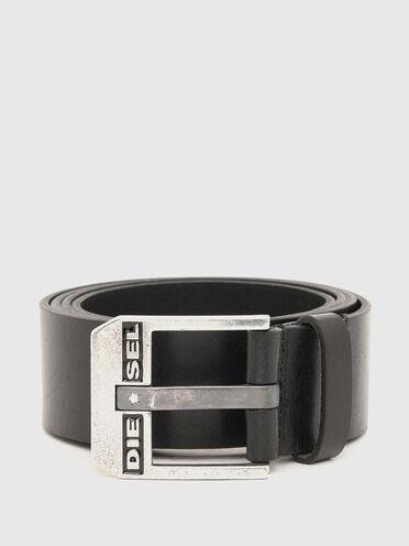 Leather belt with shiny textured finish