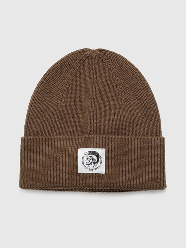 Ribbed beanie with Mohawk patch
