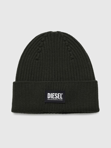 Ribbed beanie with logo patch