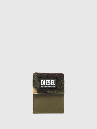 Velcro wallet in camo faux shearling