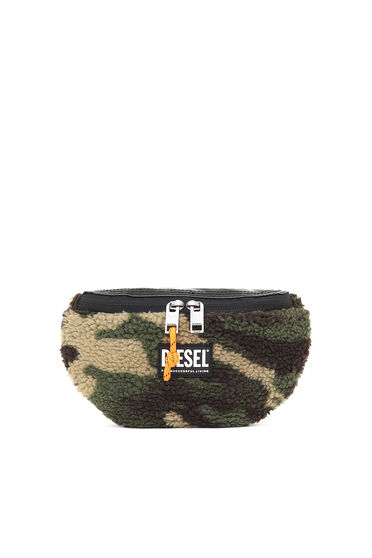Belt bag in camouflage faux shearling