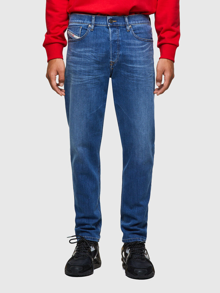 D-Fining Tapered Jeans 09A80,